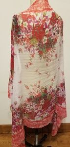 Lovely Wrap in Multicolored Red/Cream